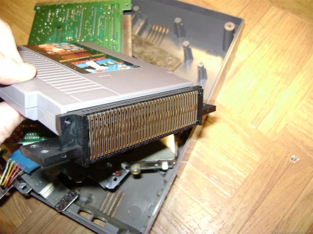 How a Nintendo NES game cartridge looks in the 72 pin connector